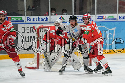 -28- Markus Lillich (Bayreuth Tigers) gegen -18- Marvin Ratmann (EC Bad Nauheim) vor -31- Felix Bick (Torwart EC Bad Nauheim) , DEL 2 - EC Bad Nauheim gegen Bayreuth Tigers, Bad Nauheim, Colonel-Knight-Stadion, 07.02.21